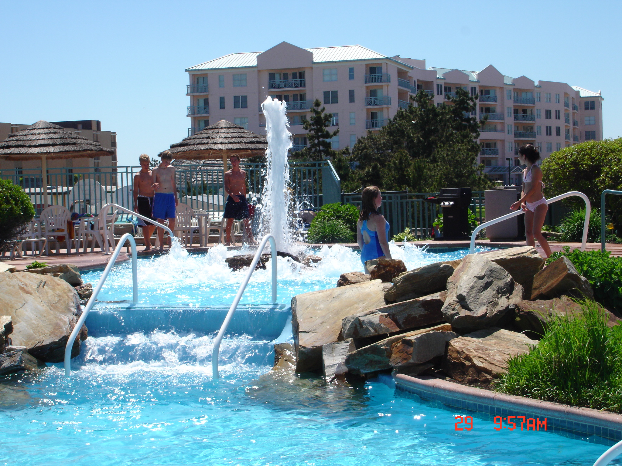 Seapointe Village Wildwood Center Court pool